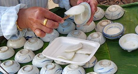 Thai street food dessert cooking with kathy man steamed pandanus cake forumfinder Choice Image